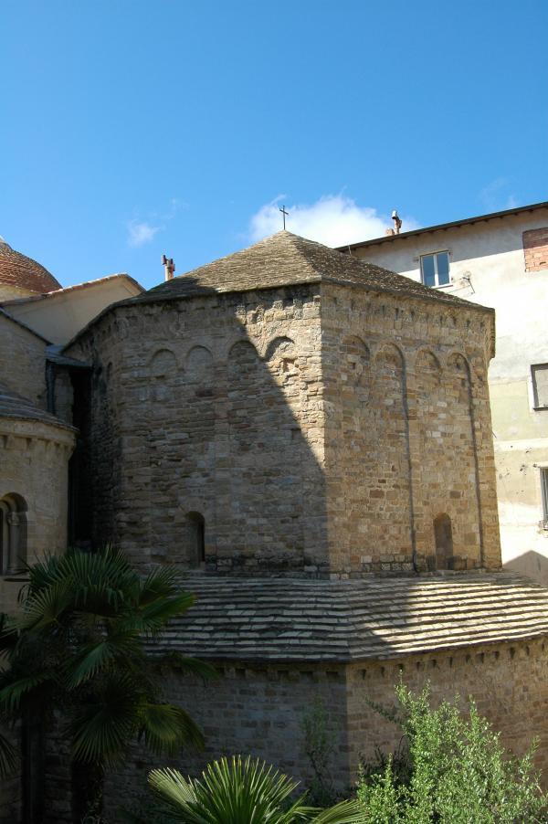 Ventimiglia (IM), Battistero