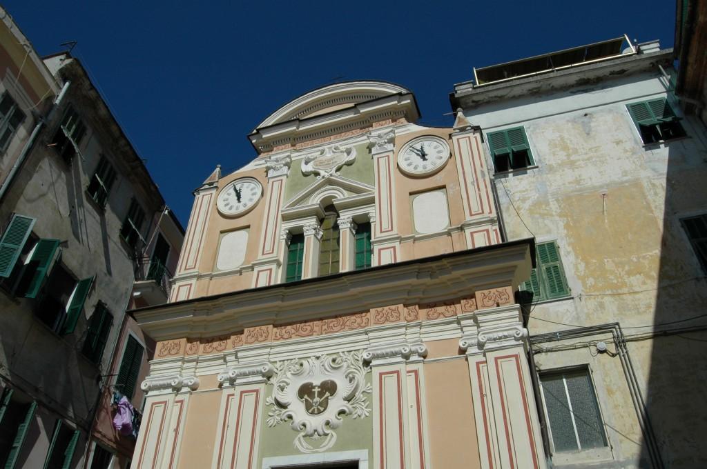 Oratorio tardo settecentesco intitolato a San Giovanni Battista. È preceduto da una scalinata con doppia balaustra incurvata.