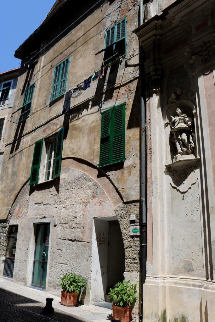 Ventimiglia (IM): Palazzo Medievale ed Oratorio dei Neri (o di San Secondo)